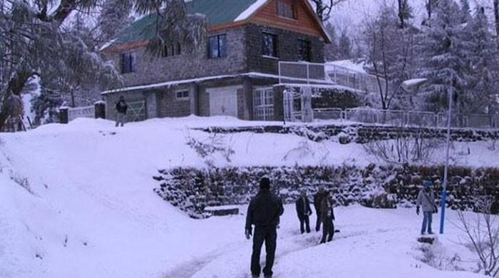 Murree, parts of KP receive snowfall
