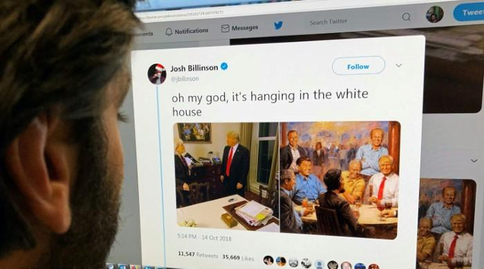 Trump hangs painting of self at bar with Republican presidents