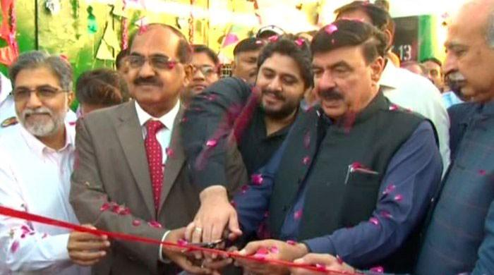 Railways minister inaugurates two new trains in Sukkur