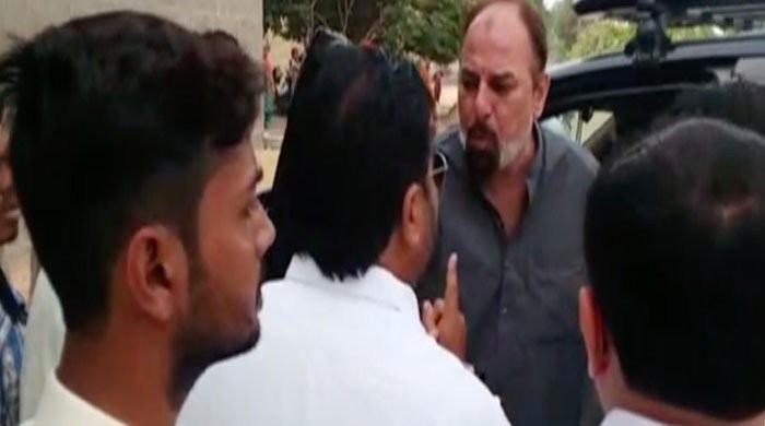 Scuffle breaks out between PTI Karachi MNA, MPA