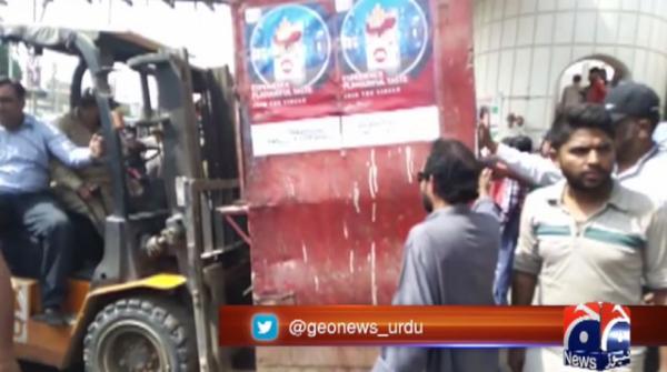 KMC conducts anti-encroachment drive at Karachi's Shahrah-e-Faisal