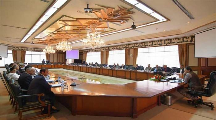 PM discusses economic issues in meeting with business community