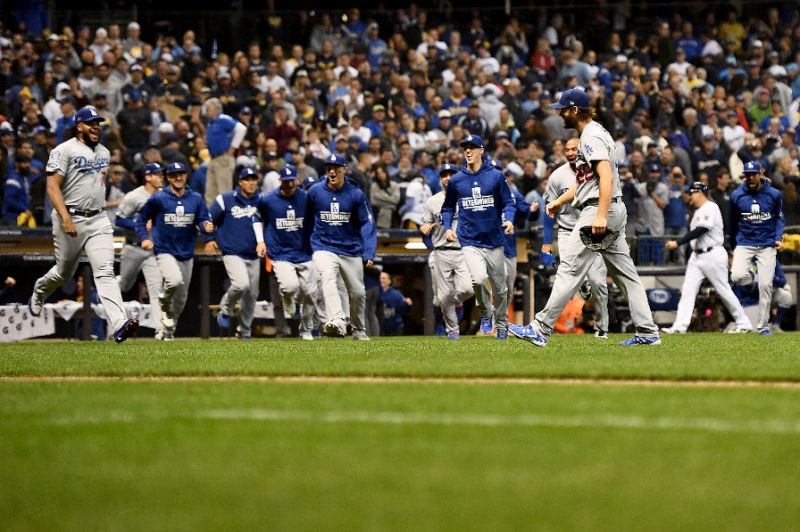 Christian Yelich hammers first NLCS home run in Game 7