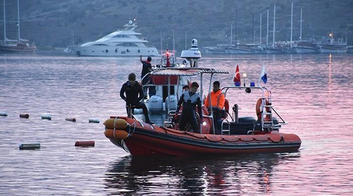 Two dead after migrant boat sinks off Turkey coast