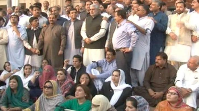 PML-N continues protest outside Punjab Assembly against suspension of MPAs