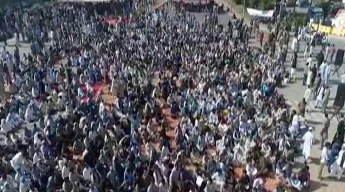 Utility stores' employees protest in Islamabad for second day