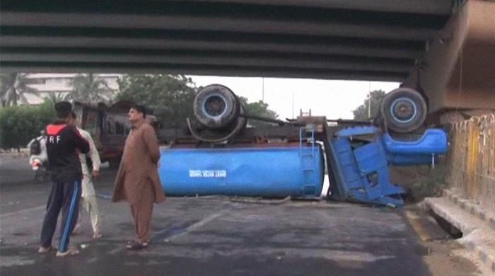 Water tanker flips over at Karachi's Hassan Square interchange