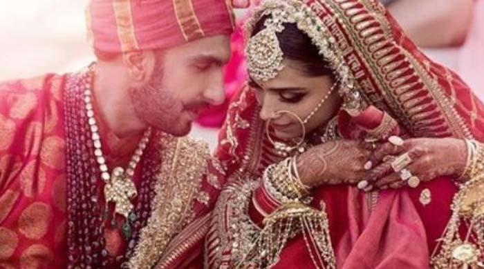 Bollywood celebs in awe of  Deepika, Ranveer wedding pictures