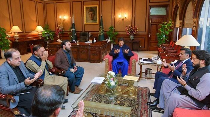 Martyred SP Dawar's heirs meet PM, assured all possible assistance