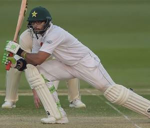 Pakistan lose early wickets in chase of 176