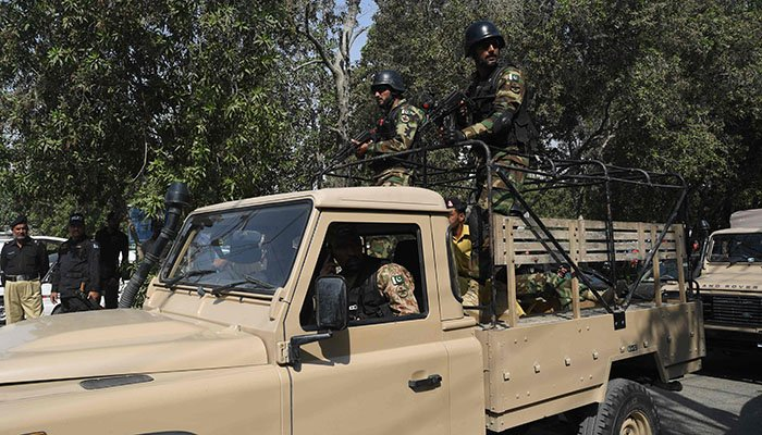 Pakistani Army soldiers patrol at the Chinese consulate after an attack in Karachi on November 23, 2018 - AFP