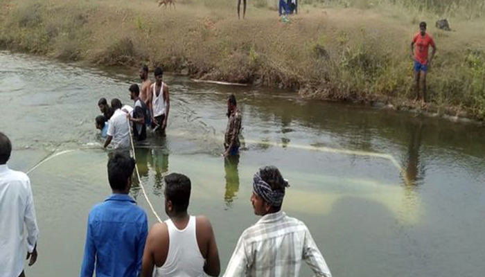 15 killed as bus falls into canal near Pandavapura