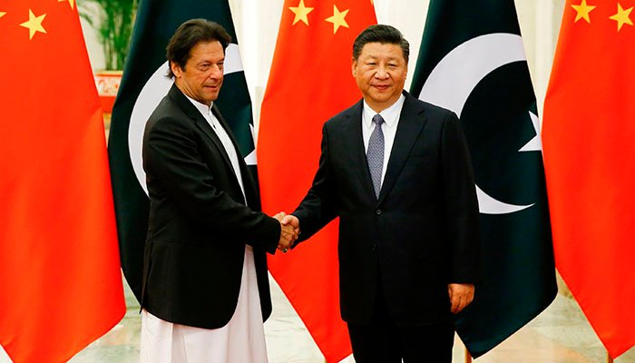 hina´s President Xi Jinping (R) shakes hands with Pakistan´s Prime Minister Imran Khan (L) ahead of their meeting at the Great Hall of the People in Beijing on November 2, 2018. Photo: AFP