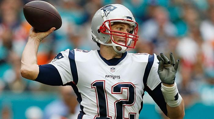 Pats' Brady sets NFL passing TD mark in loss to Dolphins