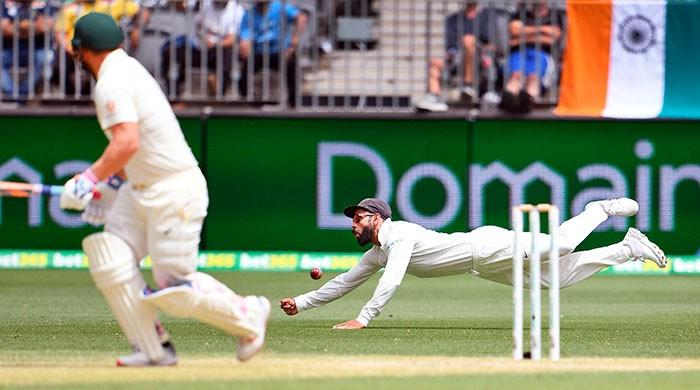 Australia bat after India all out for 283