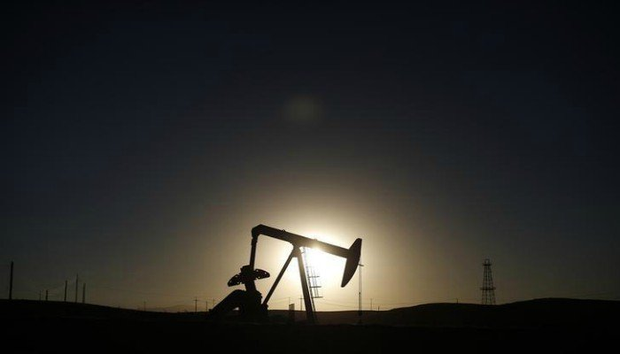 Oil prices rise, but oversupply worries persist
