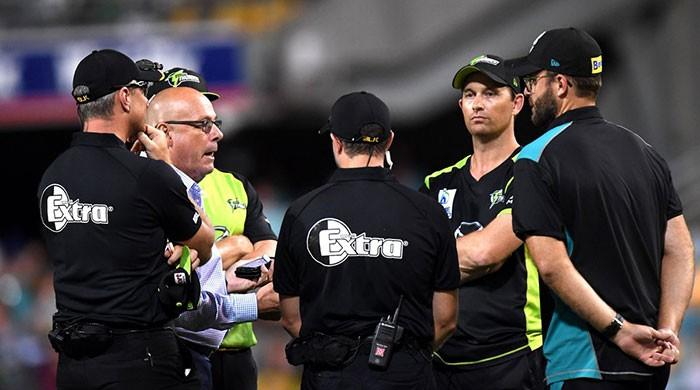 Big Bash: Thunder coach Shane Bond fumes after lights go out at the Gabba