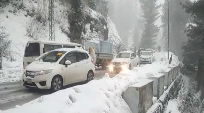 Army rescues tourists stranded in Nathia Gali snow