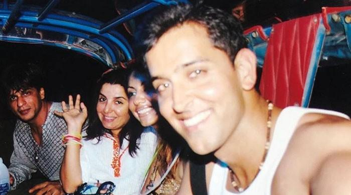 #ThrowbackTuesday: Farah shares picture with Shah Rukh, Hrithik and Gauri