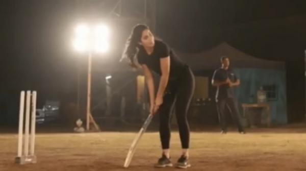 Katrina Kaif shows she can play cricket too