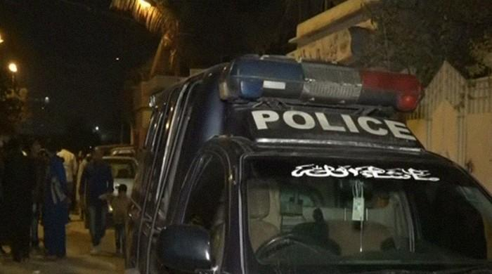 Police firing wounds Karachi couple, officers flee