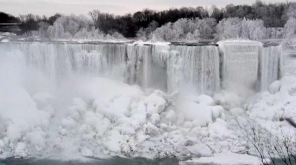 Niagara Falls frozen in frigid temperatures