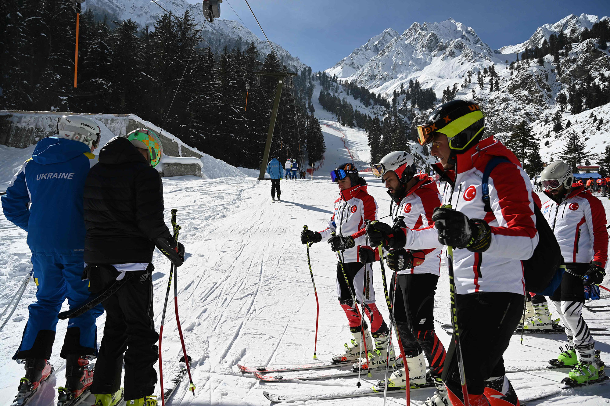 In this picture taken on January 29, 2019, Turkish and Ukrainian skiers make their way to a slope to compete in the CAS Karakoram International Alpine Ski Cup, at the Pakistan Air Force-owned and operated Naltar Ski Resort, some 25km north of Gilgit in Pakistan´s remote mountainous north. Photo AFP