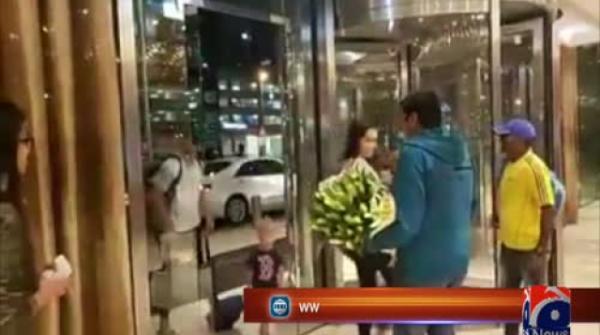 AB de Villiers welcomed by Qalandars at Dubai airport