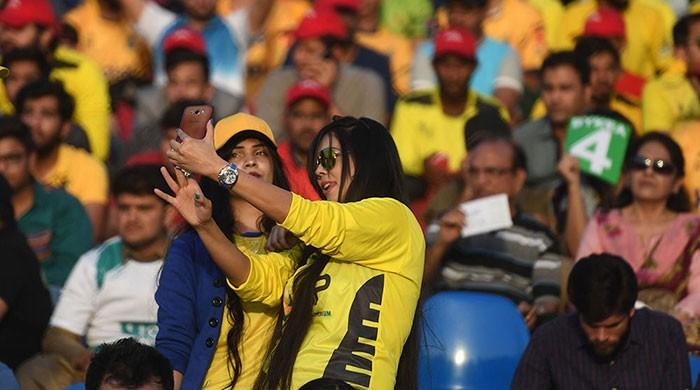 PSL T-shirts selling like hot cakes as cricket fever grips nation