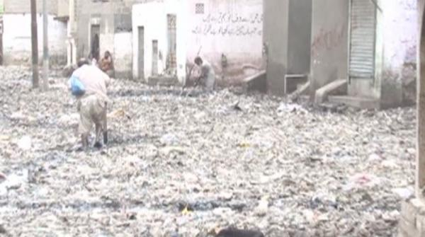 Karachi garbage dumps piling as city authorities fail to clean up