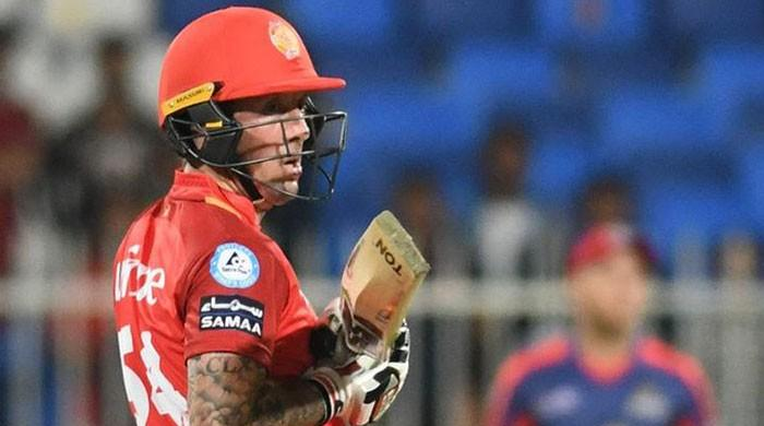 Luke Ronchi scripts United's seven wickets win