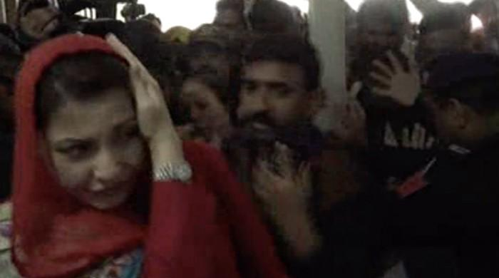 VIDEO: Camera hits Maryam Nawaz's head at Lahore hospital
