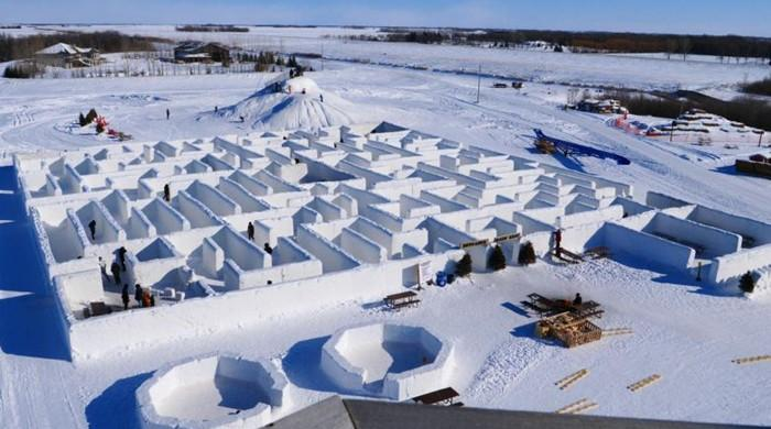 Canadian couple builds world's largest snow maze