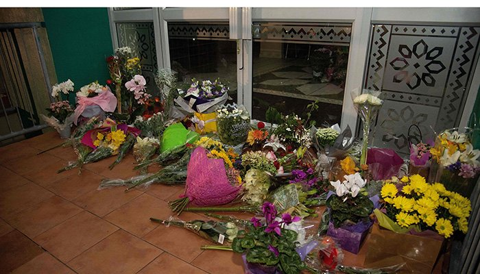 Flowers are placed on the front steps of the Wellington Masjid mosque in Kilbirnie in Wellington on March 15, 2019, after a shooting incident at two mosques in Christchurch. PHOTO: AFP