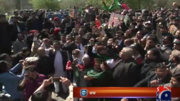 Police arrest PPP workers outside NAB headquarters