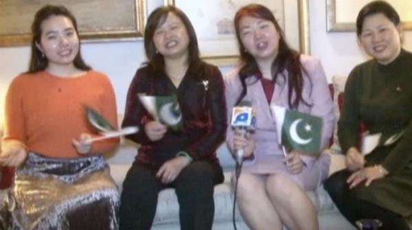 Chinese girls sing 'Jeevay Jeevay Pakistan'