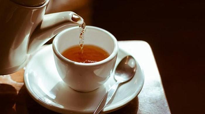Drinking very hot tea increases risk of cancer: study