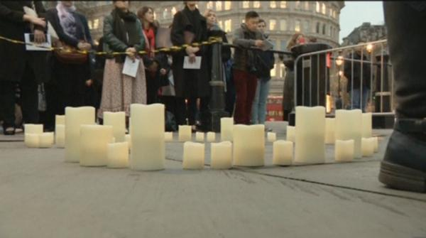 Londoners lights candles at Trafalgar Square vigil for Christchurch massacre
