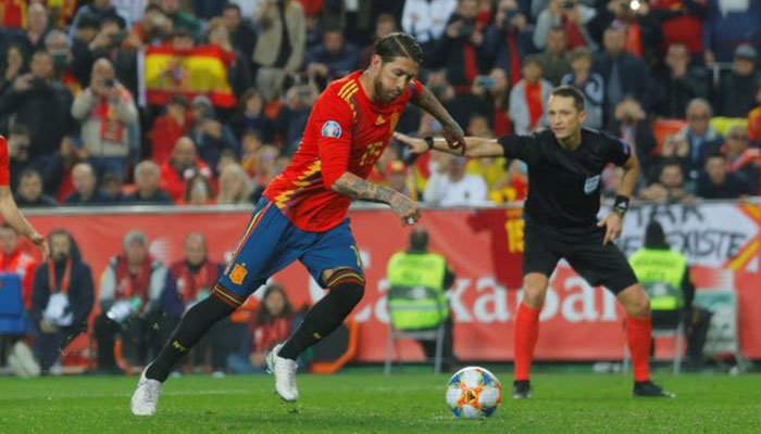 Spain stars enjoy team bonding session following win over Norway