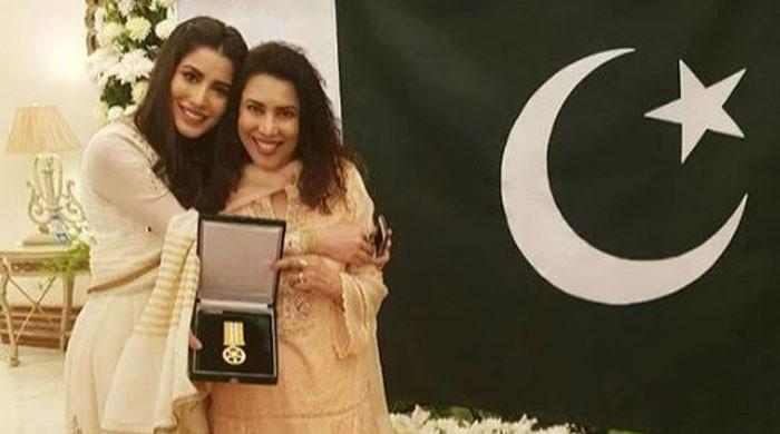 Mehwish Hayat dedicates Tamgha-e-Imtiaz to 'all the other girls in Pakistan who have a dream'