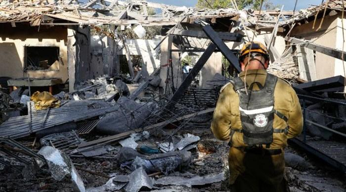 Rocket hits house near Tel Aviv, Netanyahu to return home
