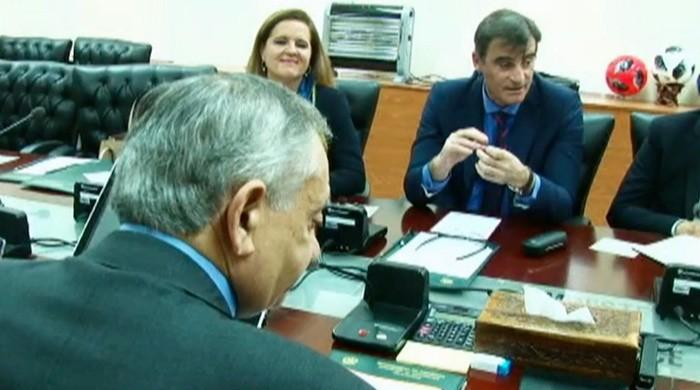 Dawood informs IMF mission chief about Pakistan's current account deficit