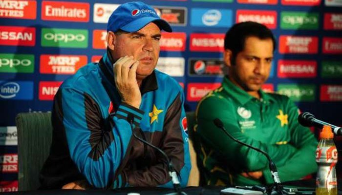 Pakistan captain Sarfaraz Ahmed and coach Mickey Arthur will hold a joint departure press conference on April 22.—File