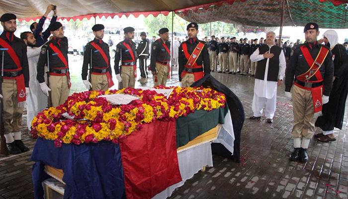 Policeman Qamar Alam was martyred during the Peshawar operation in Hayatabad. Photo: PTI social media