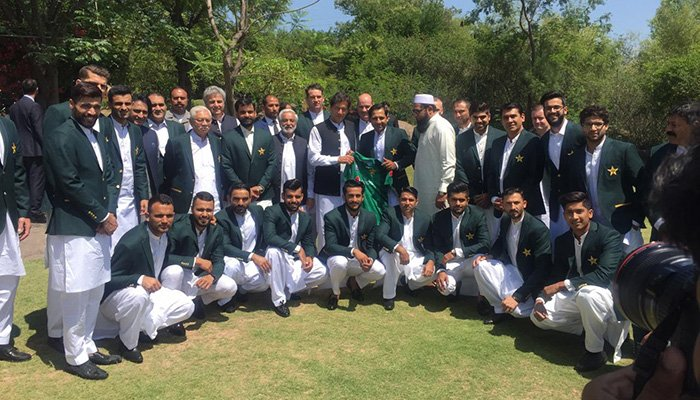 Prime Minister Imran Khan takes a picture with Pakistan's squad for ICC Cricket World Cup 2019