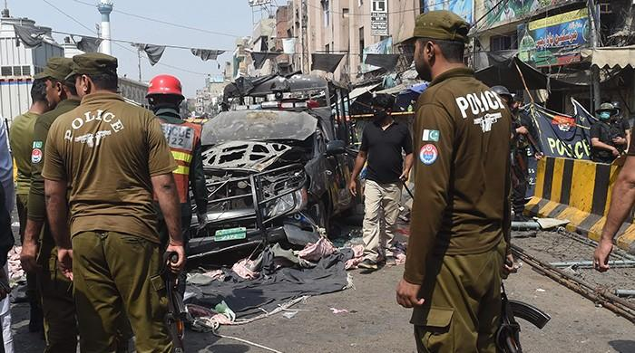 Suicide blast outside Data Darbar in Lahore claims 10 lives