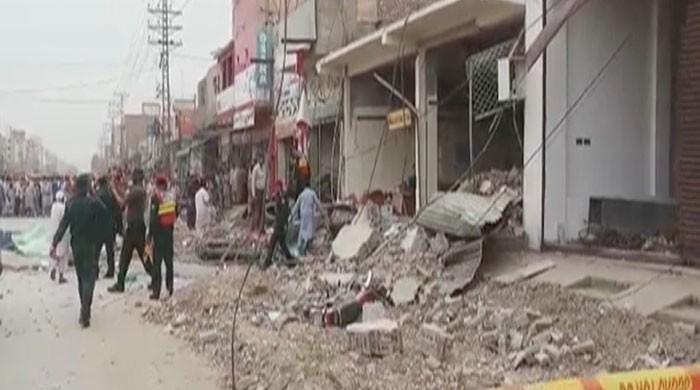20 injured in explosion at bank in Sadiqabad
