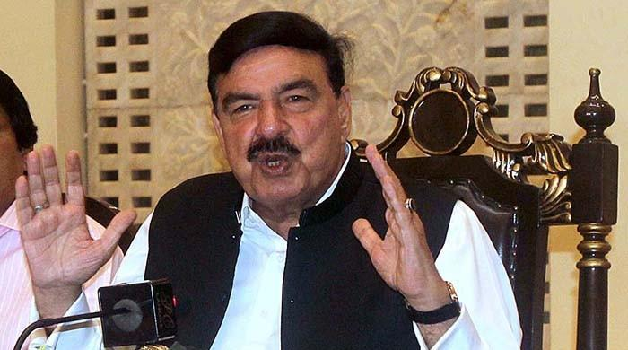 Sheikh Rashid says he advised PM Imran to let corrupt politicians leave