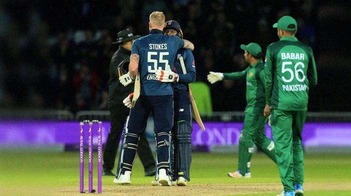 5-wicket Woakes wraps up England rout of Pakistan
