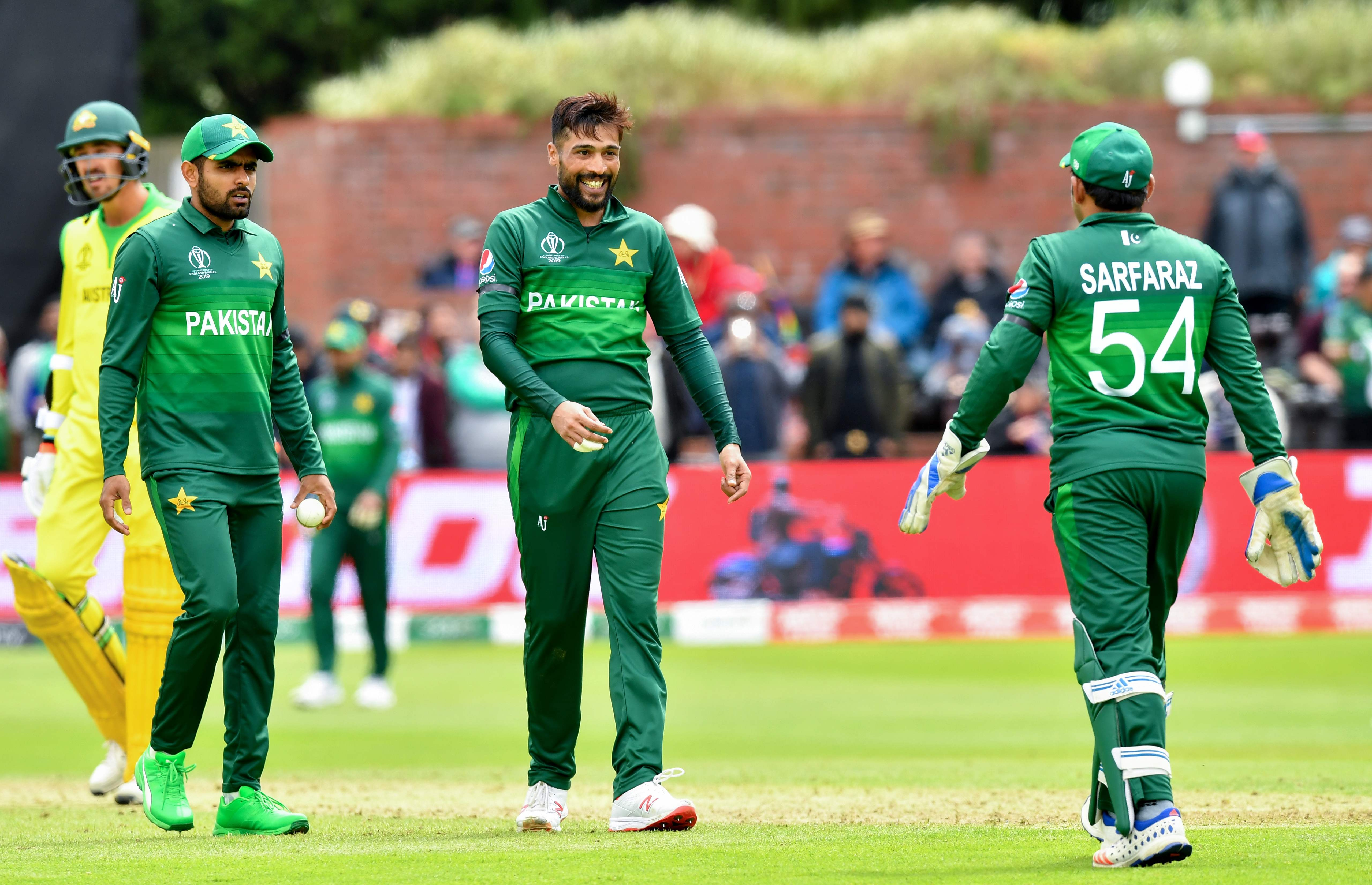 Pakistan´s Mohammad Amir (C) celebrates with teammates after the dismissal of Australia´s Alex Carey during the 2019 Cricket World Cup. Photo: AFP